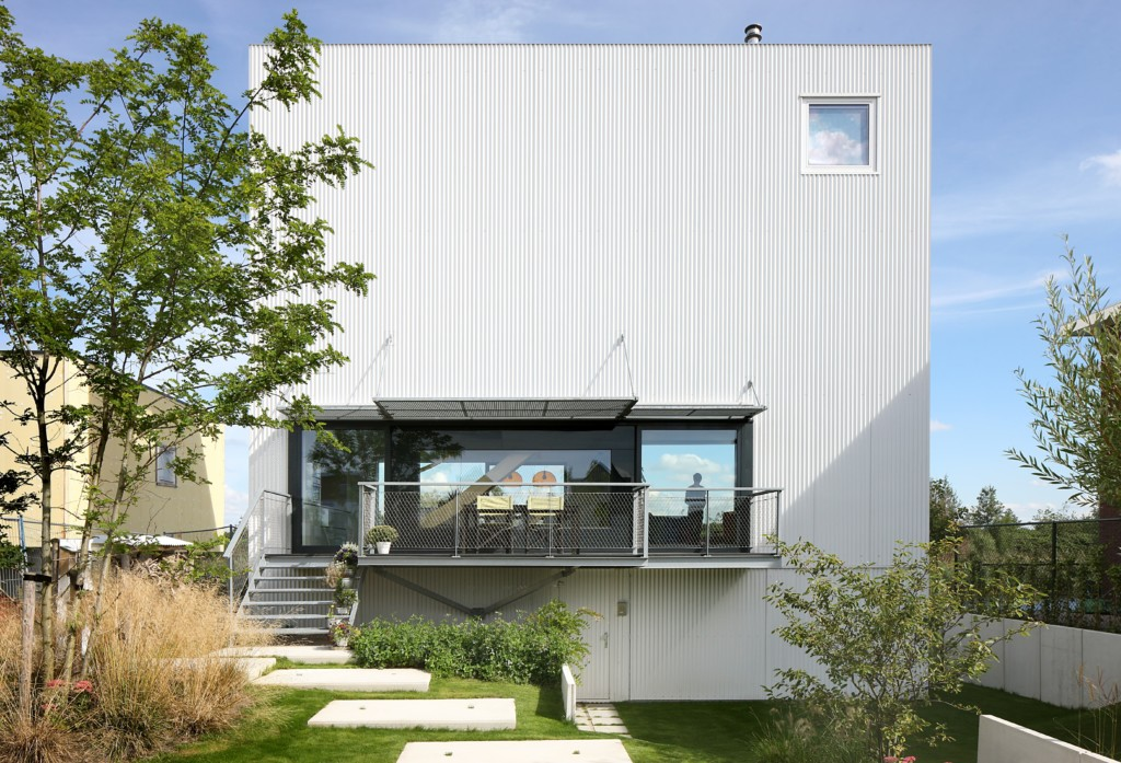 House with 11 Views_View_4
